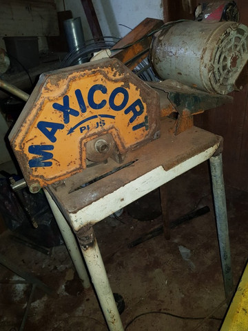 Serra de corte ferro, 1CV, com bancada, monofásico ? Maxicort