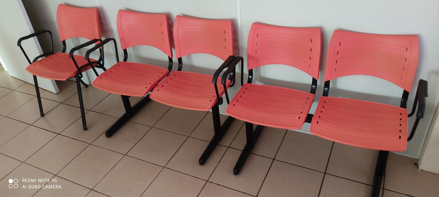 Cadeiras de Espera - Foto 2