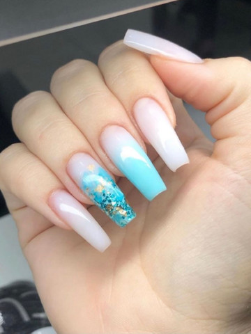 Contrata-se extensionista de unhas (nails designer)