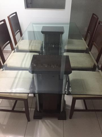 Mesa de tampo de vidro e pé de madeira com 6 cadeiras