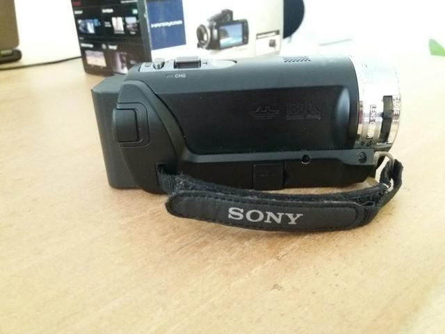 Câmera Sony Handycam com Projetor embutido