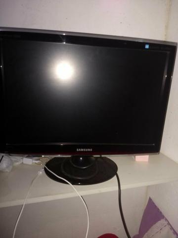 TV e monitor. 24 polegada juntos esta na serra