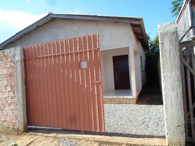 Vende-se duas casas no mesmo quintal