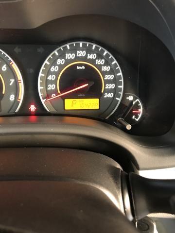 Toyota Corolla xei 13/14 Carro em excelente estado - Foto 18
