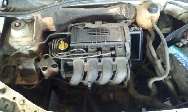 Sucata de Renault Clio Rn Sedan 1.0 16v 2001 - somente para peças - Foto 6