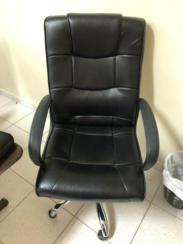 Vendo Cadeira Giratória para escritório - Foto 2