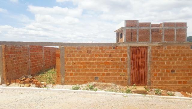 Lote nos Olhos D'água, estrutura da casa pronta - Foto 9