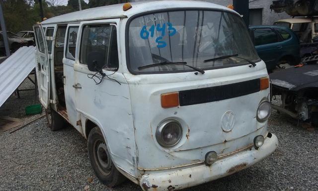 Sucata de Volkswagen Kombi Envidraçada 94/95 - Somente para Peças