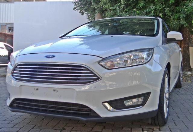 Ford Focus Titanium C/ Teto Solar 2.0. Branco 2016/17 - Foto 2