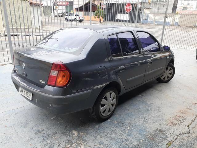 Clio sedan Rl 1.0 4p 2004 - Foto 2