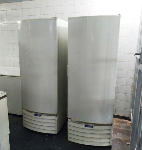 Freezer Conservador Vertical Branco - Metalfrio VF55D - Foto 2