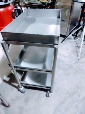 01 Carrinho Auxiliar Aço Inox 304 com 3 Bandeja para Restaurante, Hotéis e Hospitais