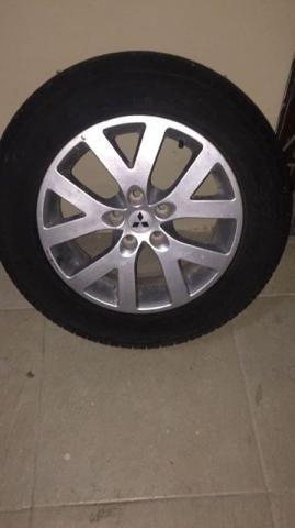 Aro com pneu da tr4