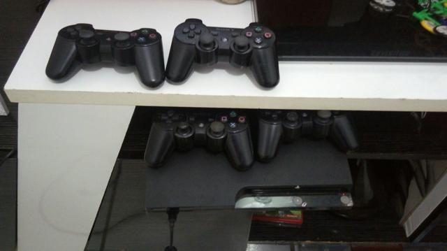 Playstation 3 com 4 controles