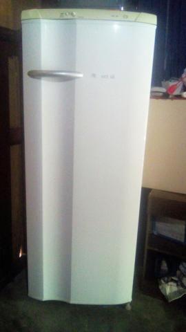 Vendo essa geladeira funciondo perfeitamente bem