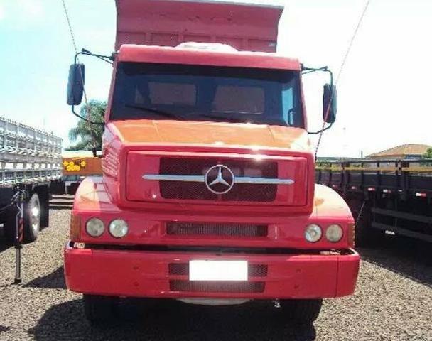 Caminhão caçamba Mercedes - Foto 2