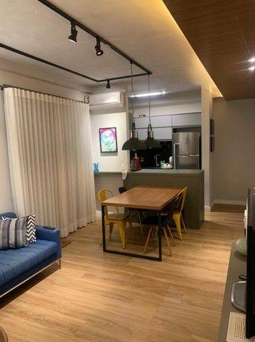 Apartamento Mobiliado e decorado. 2 dorm, 1 suíte. Lazer completo! Região Central - Foto 9