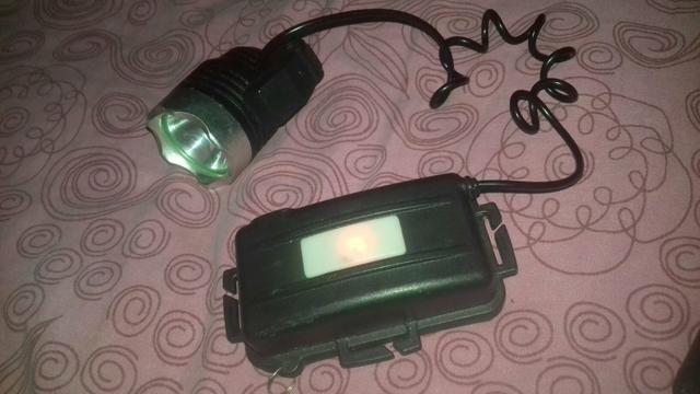 Vendo Lanterna em perfeitas condições, com o carregador : $20,00