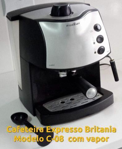 Cafeteira Mondial Expresso C-08 com vapor