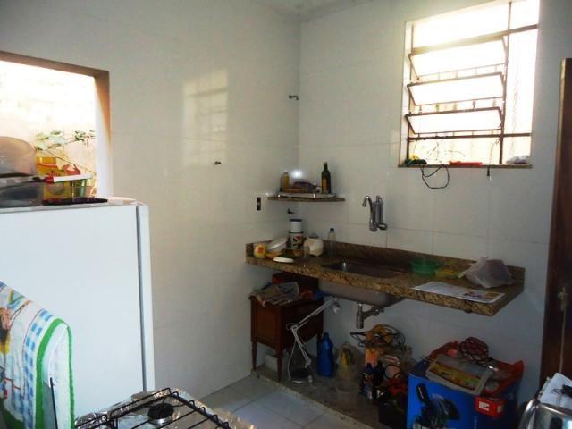 Excelente casa geminada em rua plana, local tranquilo, um dos melhores pontos do bairro, p - Foto 2