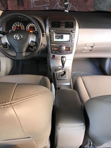 Toyota Corolla xei 13/14 Carro em excelente estado - Foto 20
