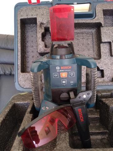 Nível a laser Rotativo Profissional BOSCH GRL250HV - Foto 3