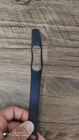 Pulseiras furadas coloridas  e pretas para Smartband Mi band 3 4 ou 5 - Foto 3