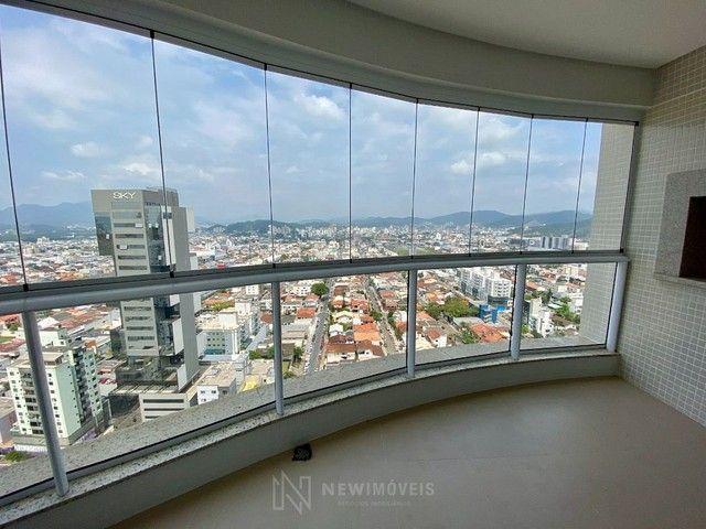 Apartamento 3 Suítes 3 Vagas no Centro em Balneário Camboriú - Foto 2