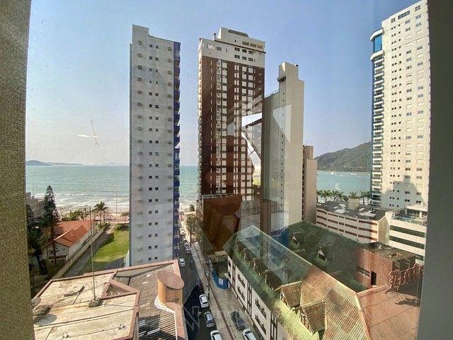 Apartamento na Quadra Mar em Balneário Camboriú - Foto 2
