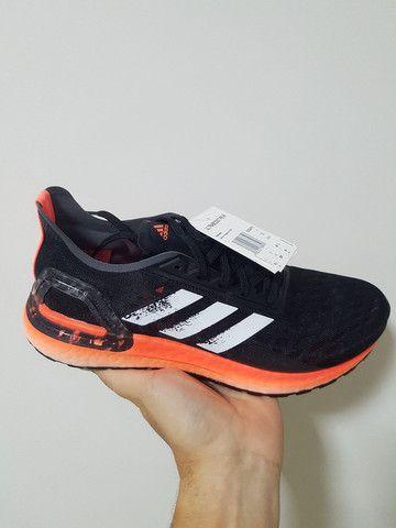 Tênis Adidas ultraboost PB - tam 36, 39 e 45 - Foto 3