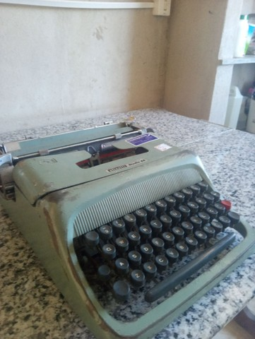 Vendo máquina de escrever Olivetti Studio 44 - Foto 4