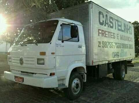Caminhão baú para fretes e mudanças
