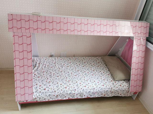 Cama infantil de casinha. Com colchão alemão. Excelente estado.  - Foto 2
