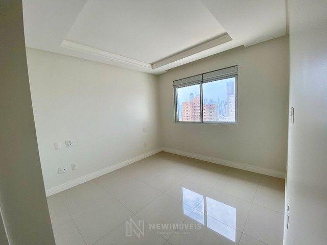 Apartamento 3 Suítes 3 Vagas no Centro em Balneário Camboriú - Foto 9