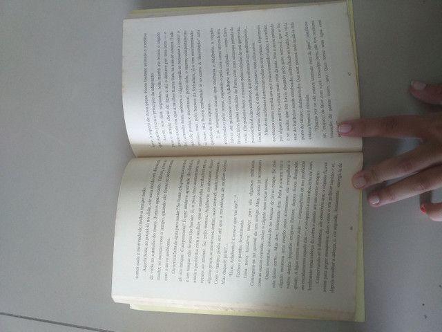 Livro Amor e Outros Contos - Foto 2