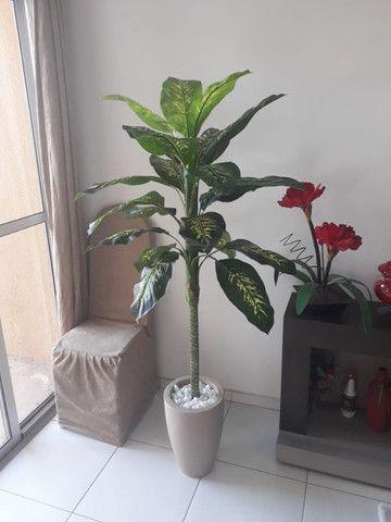 Planta artificial Comigo Ninguém Pode 1.40m + vaso para sua casa e escritório - Foto 3
