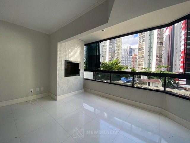Apartamento Diferenciado com 4 Dormitórios em rua reta ao mar em Balneário Camboriú - Foto 2