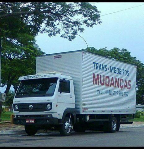 Caminhão baú saindo de Goiania