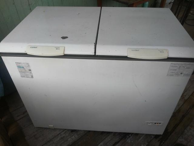 Vende-se uma freezer
