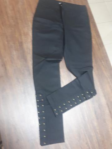 Calça Sarja com detalhes nas pernas