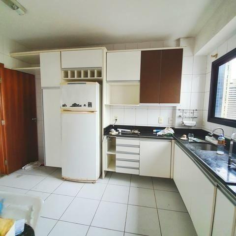 Vende-se Lindo Apartamento no Umarizal em Andar alto com 3 suítes, 2 vagas - Foto 4