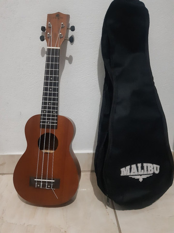 Ukulele Marques seminovo