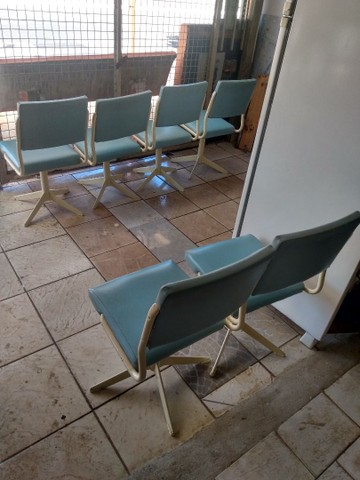 Vendo cadeiras antigas - Foto 2