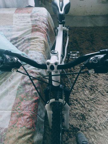 Bike aro 26 freio a disco nas duas rodas  - Foto 4
