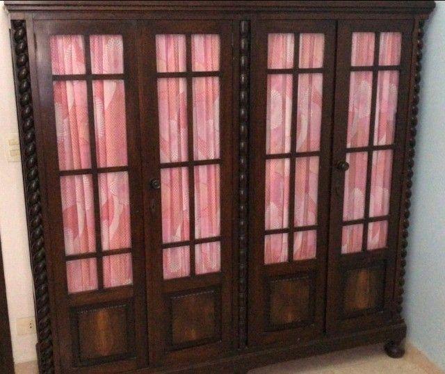 Cristaleira em madeira maciça, estilo Manuelino,