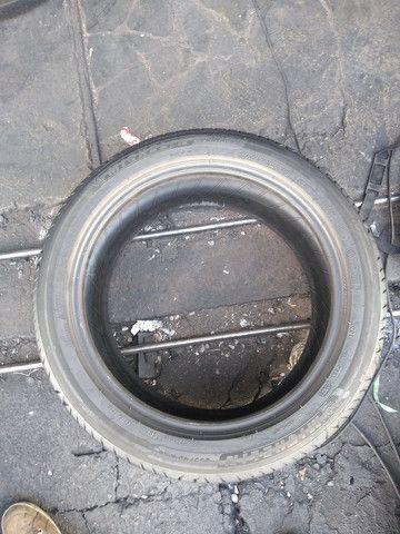 1 pneu 235/45 aro 18, Michelin, pouco uso - Foto 3