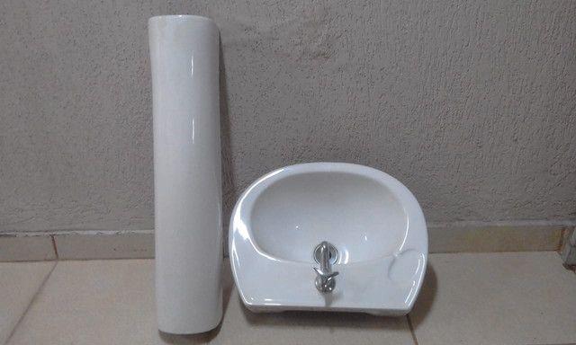 Lavatório com coluna para banheiro,torneira incluso R$ 160,00