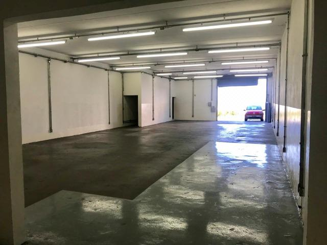 Excelente galpão com 654 m2 AC, excelente ponto comercial e industrial - Foto 3