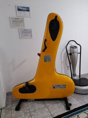 Bicicleta ergométrica AEROBIKE R8