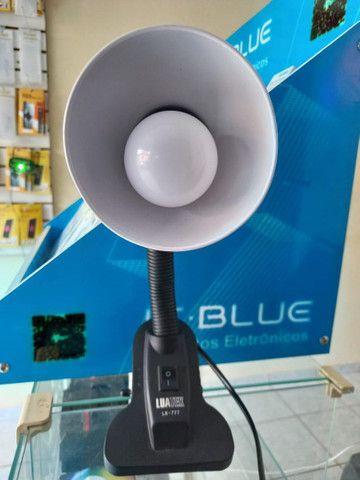 Luminária para mesa ajustável LUATEK cor branca (House eletronics)